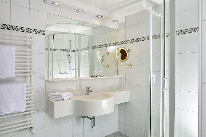 willkommen haus wasserfall. Black Bedroom Furniture Sets. Home Design Ideas